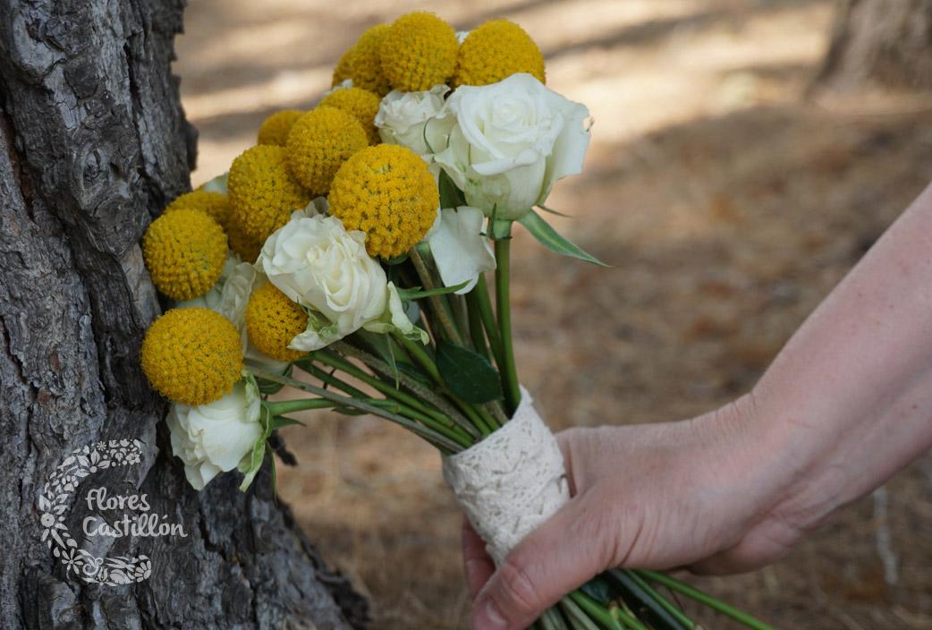 ramo-novia-craspedias-y-rosas-blancas