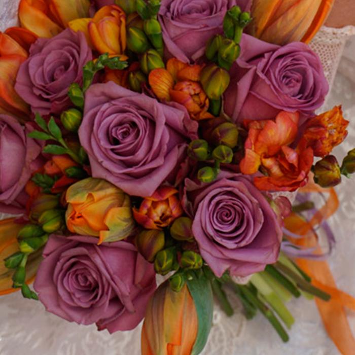 boda en naranja y lila