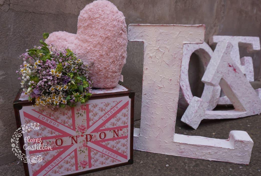 boda boho chic decorada con flores silvestres