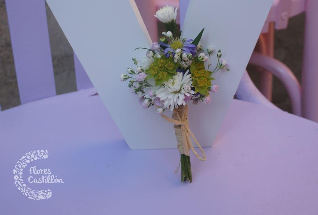 ramo para solapa de novio con flores silvestres