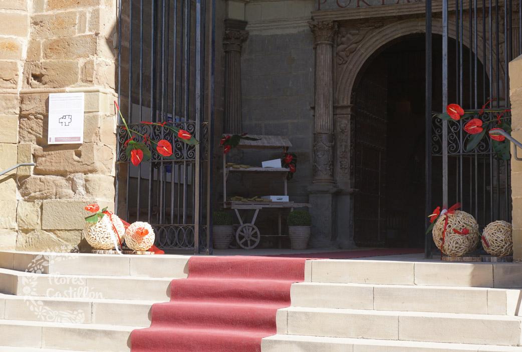 puerta-de-iglesia-decorada-para-boda