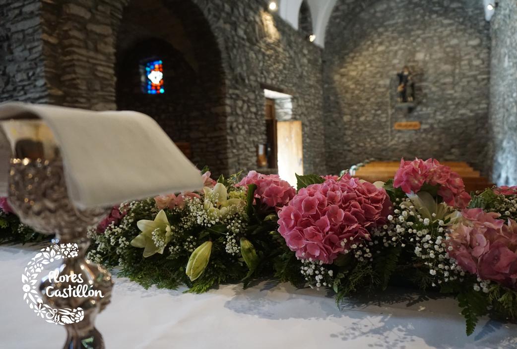 decoracion-altar-con-hortensias