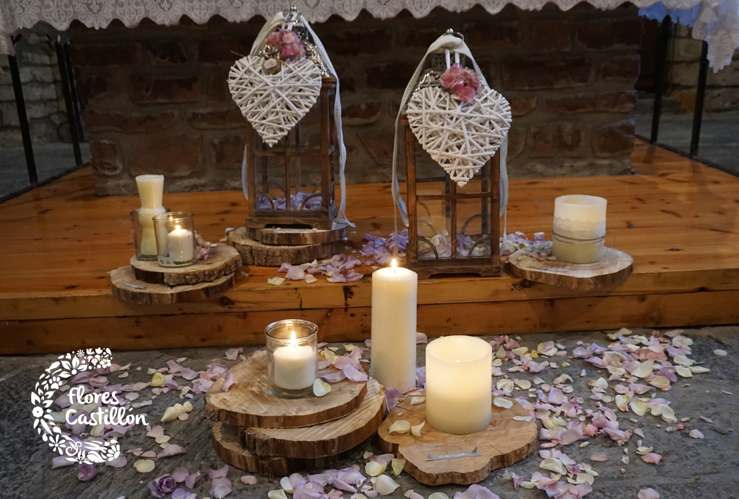 rodajas-de-madera,-velas,-dandiles-bodas