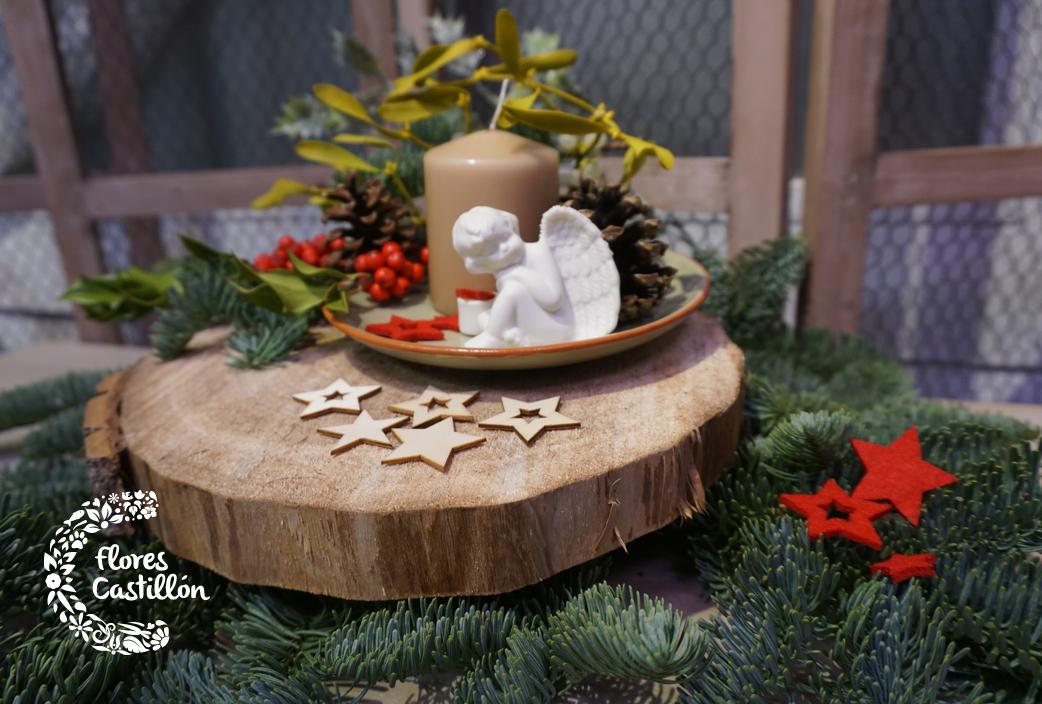 centro-de-mesa-naviden%cc%83o-sobre-rodaja-de-madera