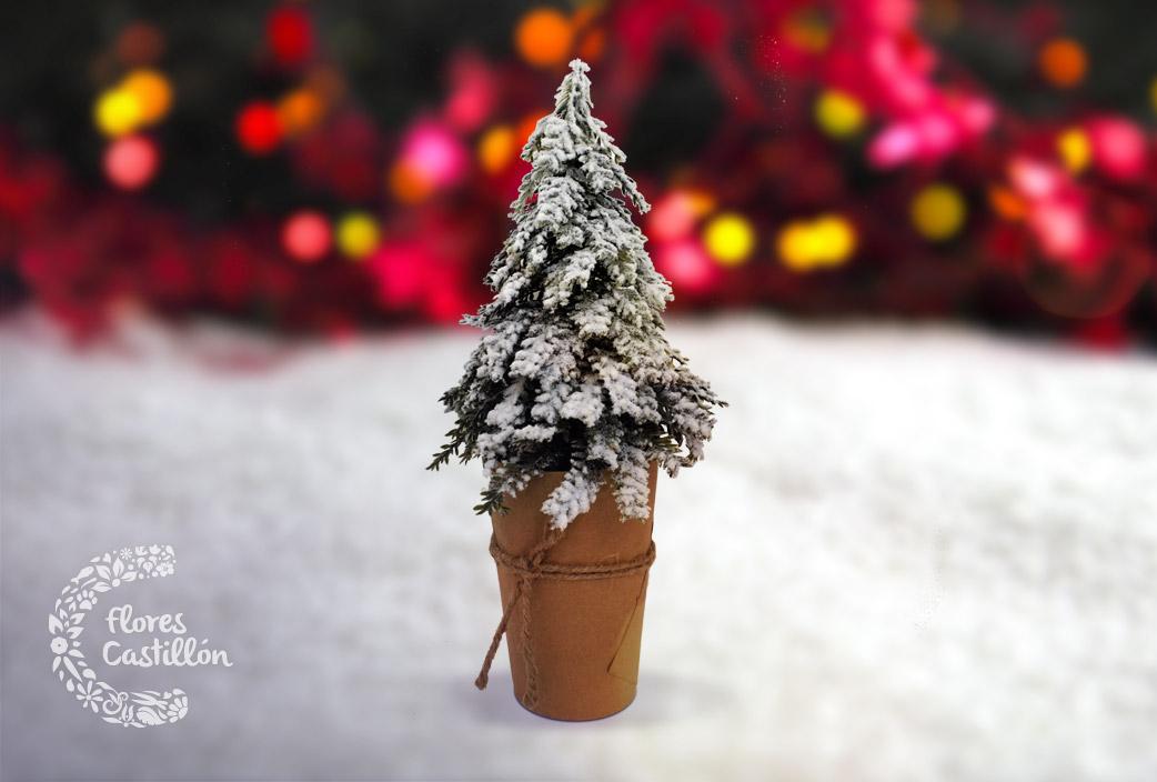 arbol nevado navidad