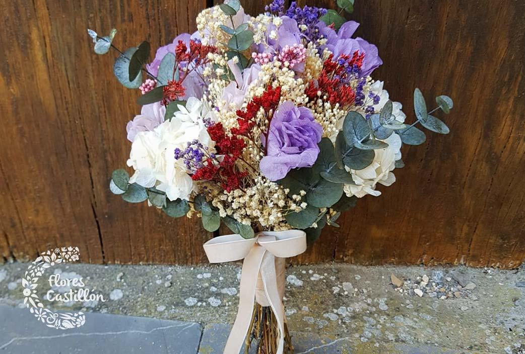 ramo de boda con flores preservadas