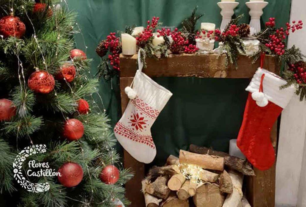 adornos arbol y chimenea navidad